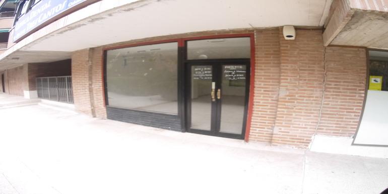 Local tres cantos inmobiliaria kuros 2000 for Oficina correos tres cantos