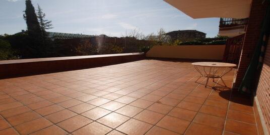Piso 4 dormitorios amueblado con terraza 78 m²